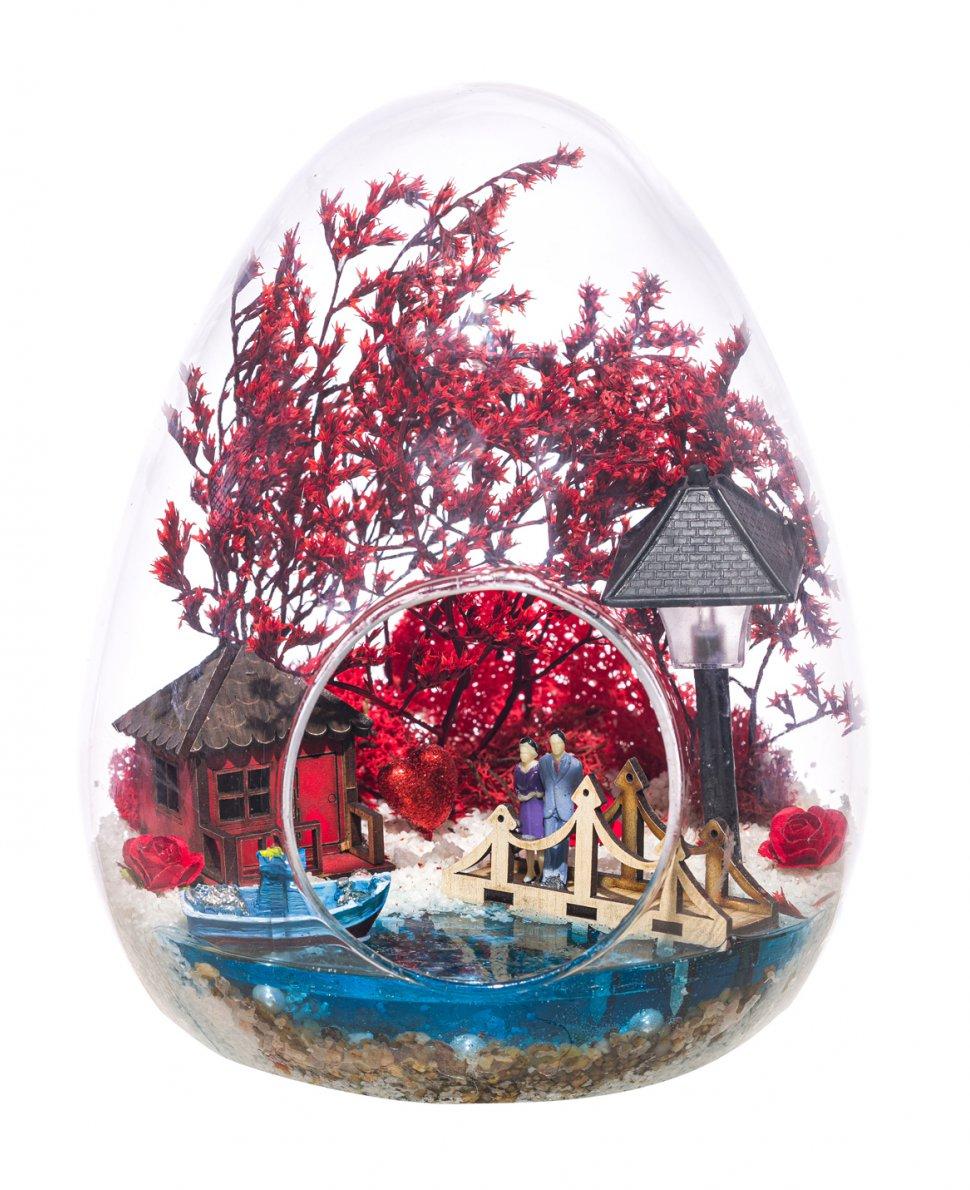 Teraryum Işıklı Kırmızı Aşk Bahçesi